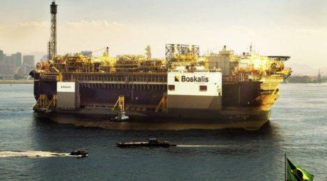 Plataforma P-67, da Petrobras, chega ao Rio para operar no pré-sal da Bacia de Santos
