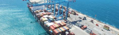 Pecém embarca 84 pás eólicas em um só navio; operação inédita