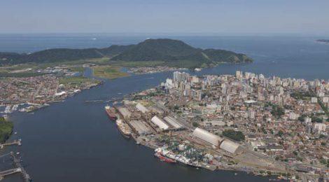Embarcações abandonadas começam a ser removidas do Porto de Santos