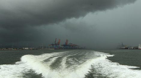 Mau tempo interrompe navegação no Porto de Santos nesta terça-feira