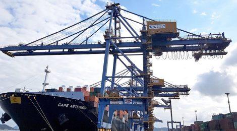 Sepetiba Tecon opera navio de contêineres com calado recorde de 15,20m